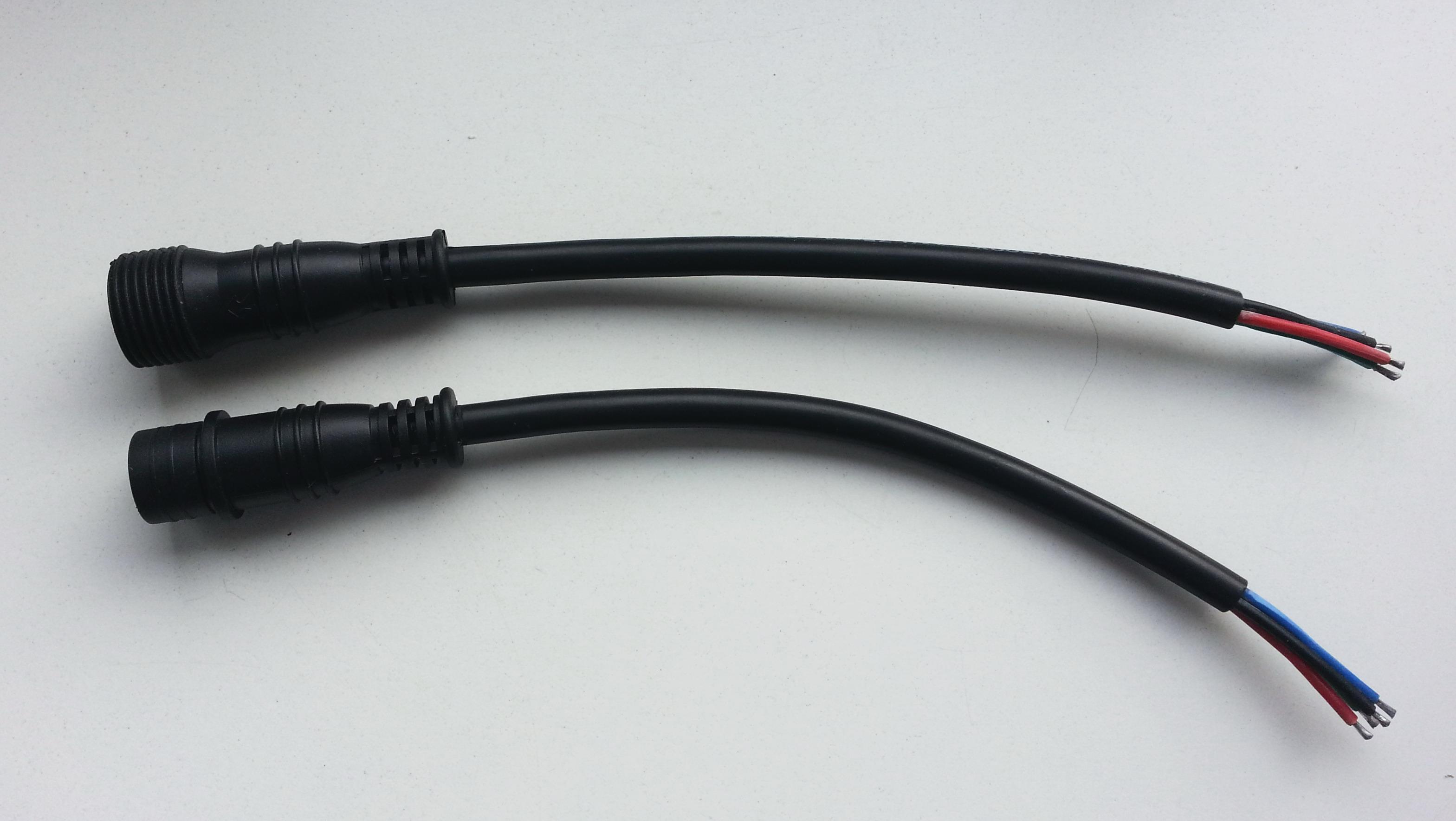 Fein Vier Stecker Stecker Bilder - Schaltplan Serie Circuit ...